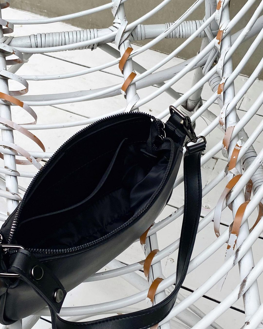 Сумка-багет черного цвета LM4124-3