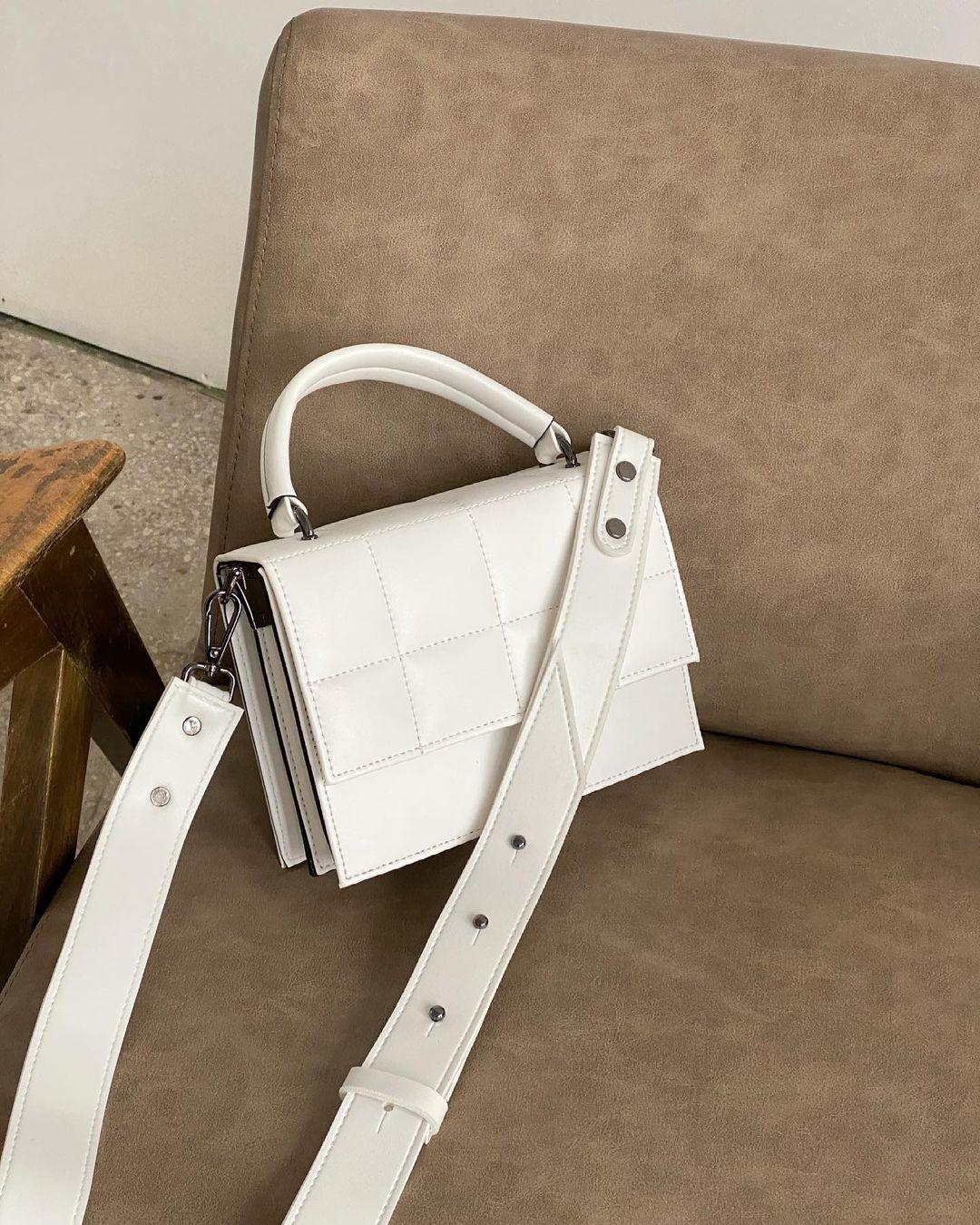 Сумка з широким ремінцем біла LM4150-4