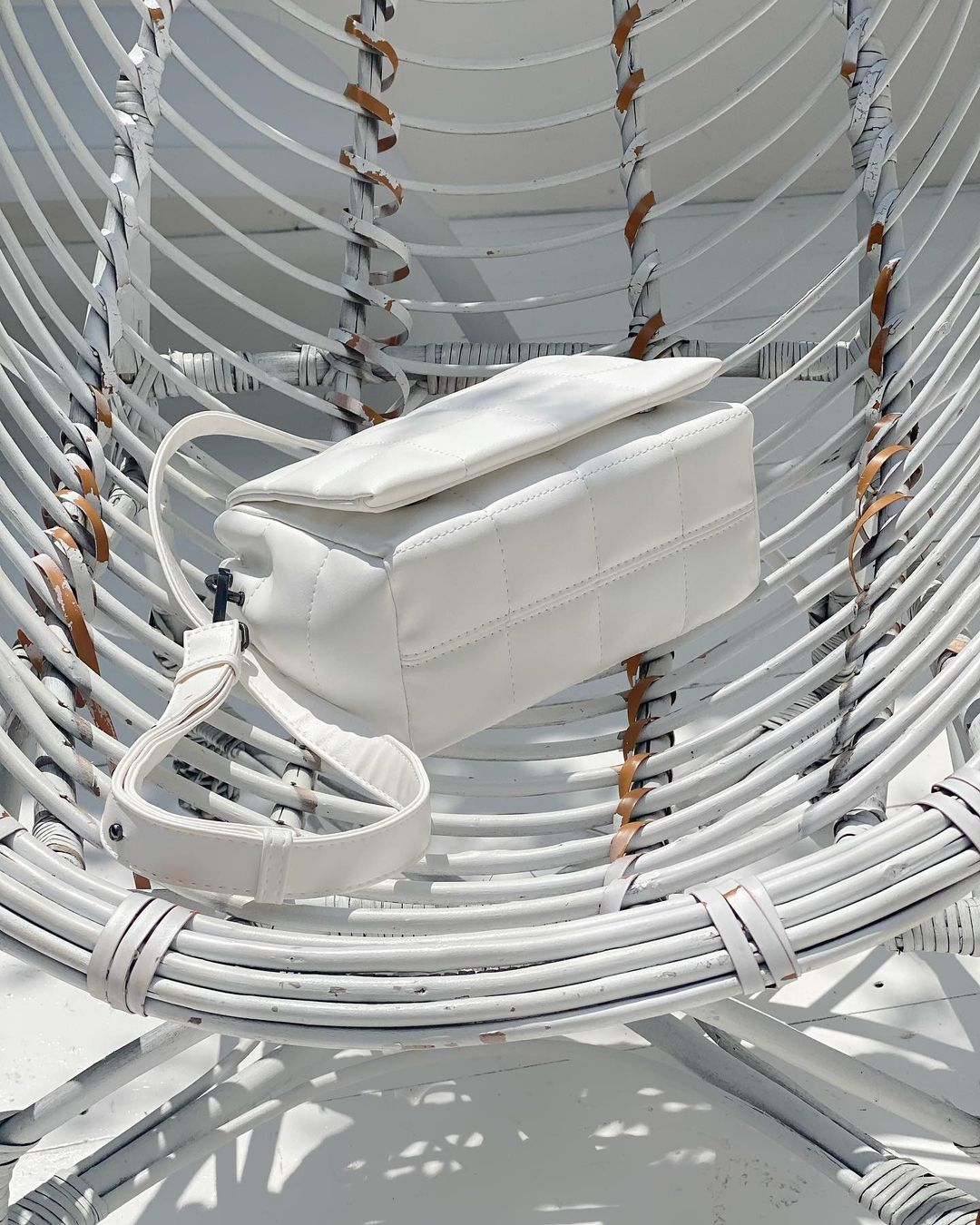 Стьонага сумка на кнопках біла LM4267-3